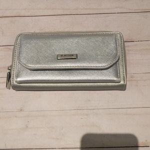 Nice silver wallet by Kenneth Cole reaction 🌸🌼